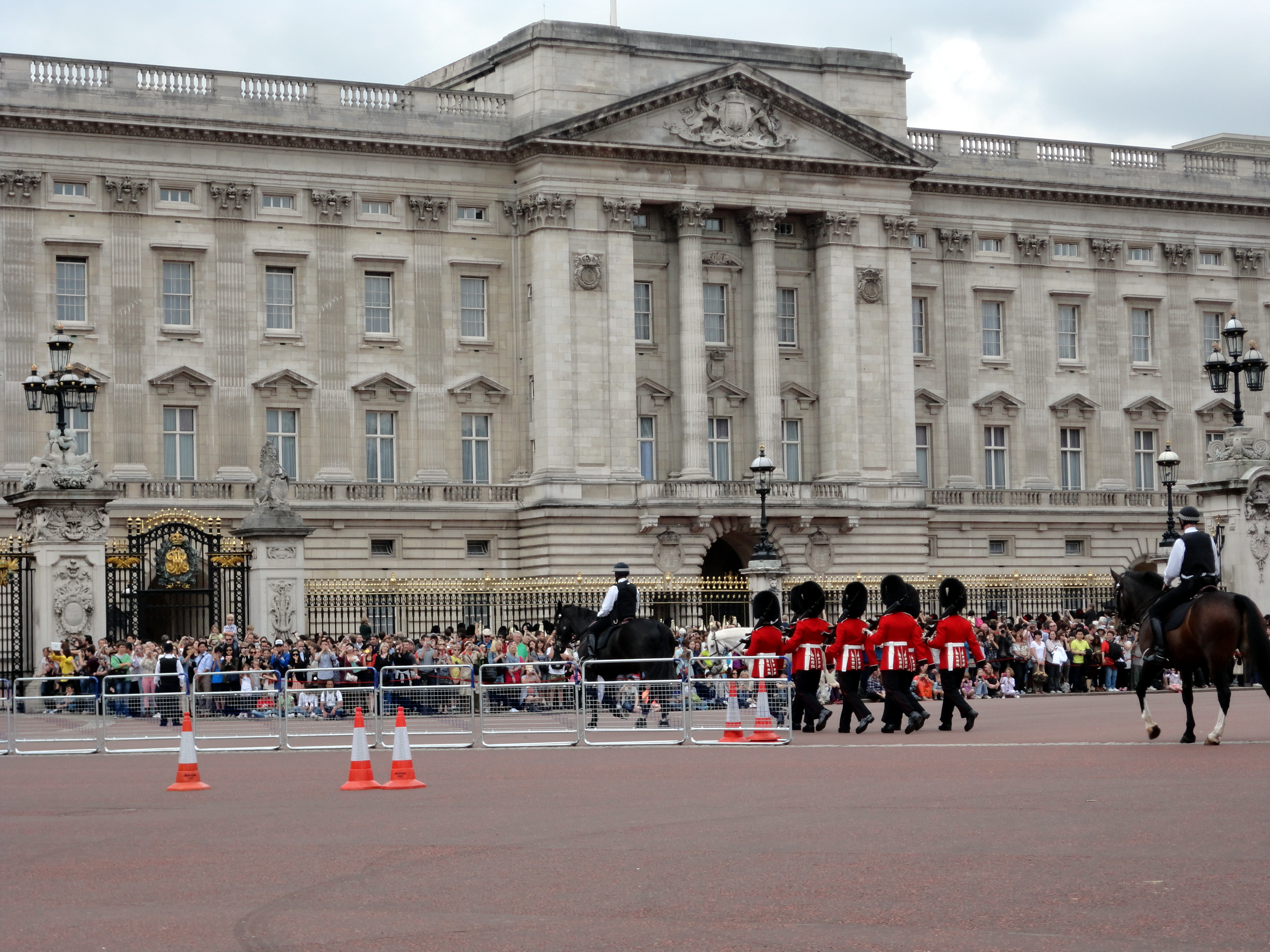 news from buckingham palace - HD4608×3456