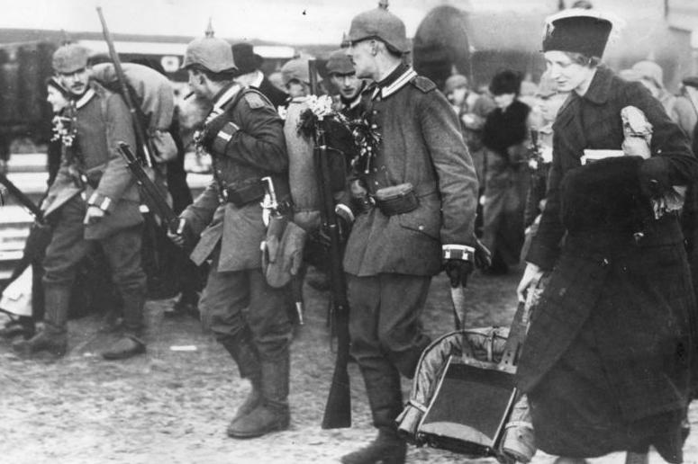 Bundesarchiv Bild 183-R19231, Berlin, Mobilmachung.jpg