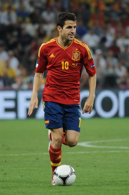 The 31-year old son of father Francesc Fàbregas, Sr and mother Núria Soler, 178 cm tall Cesc Fabregas in 2018 photo