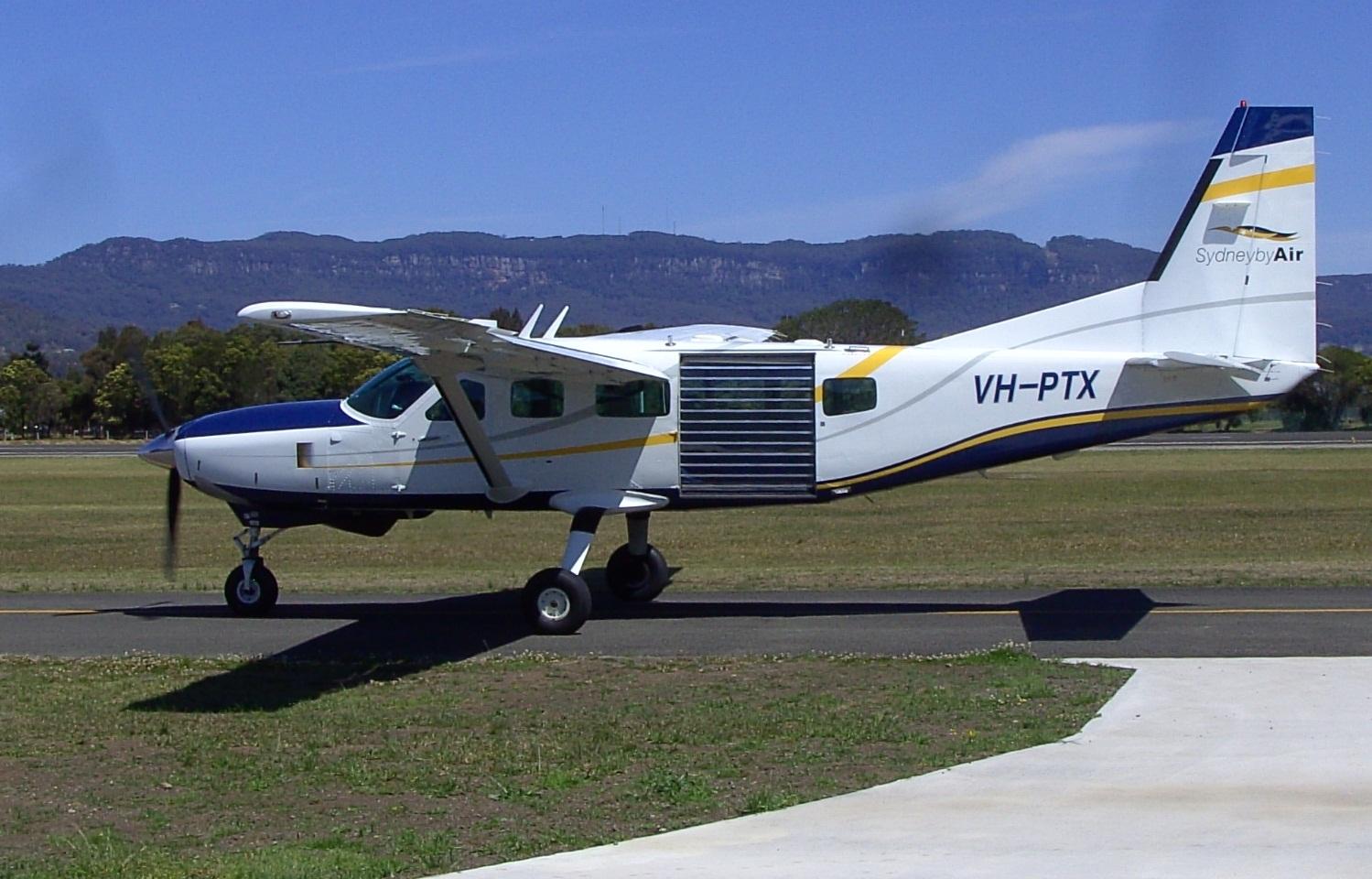 Cessna_Caravan_208_jump-mod.jpg