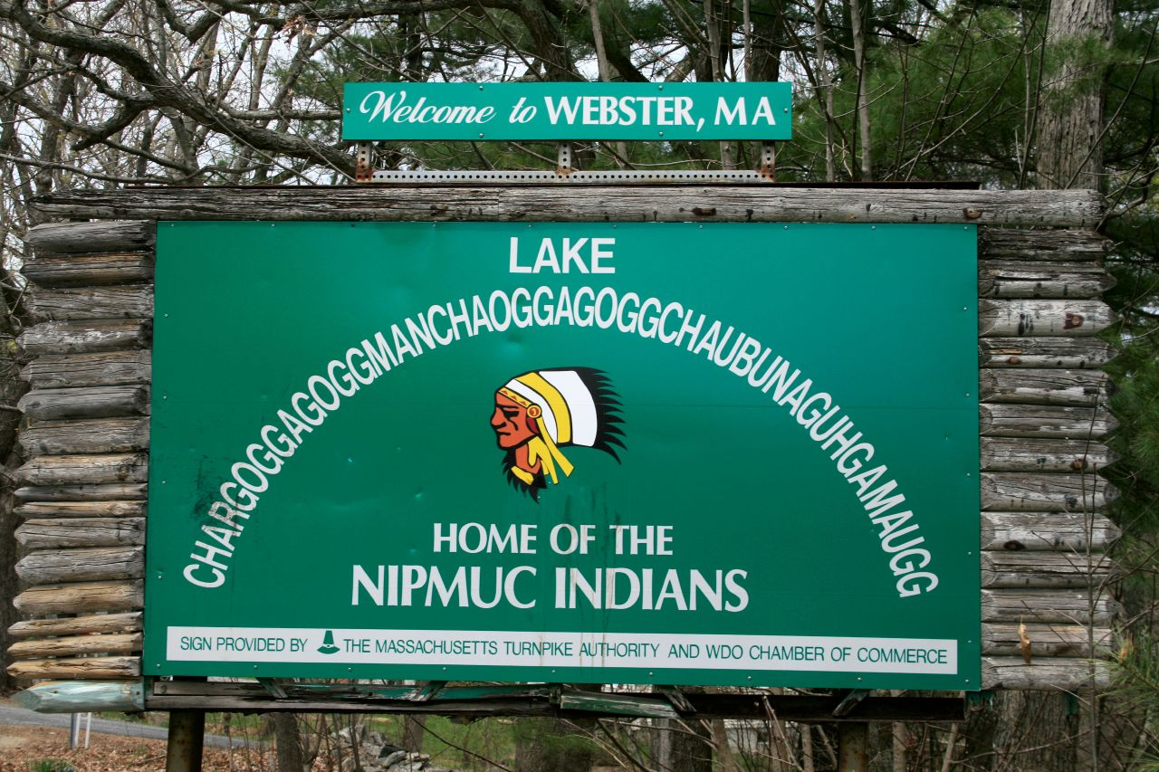 http://upload.wikimedia.org/wikipedia/commons/6/63/Chaubunagungamaug_lake_sign.jpg