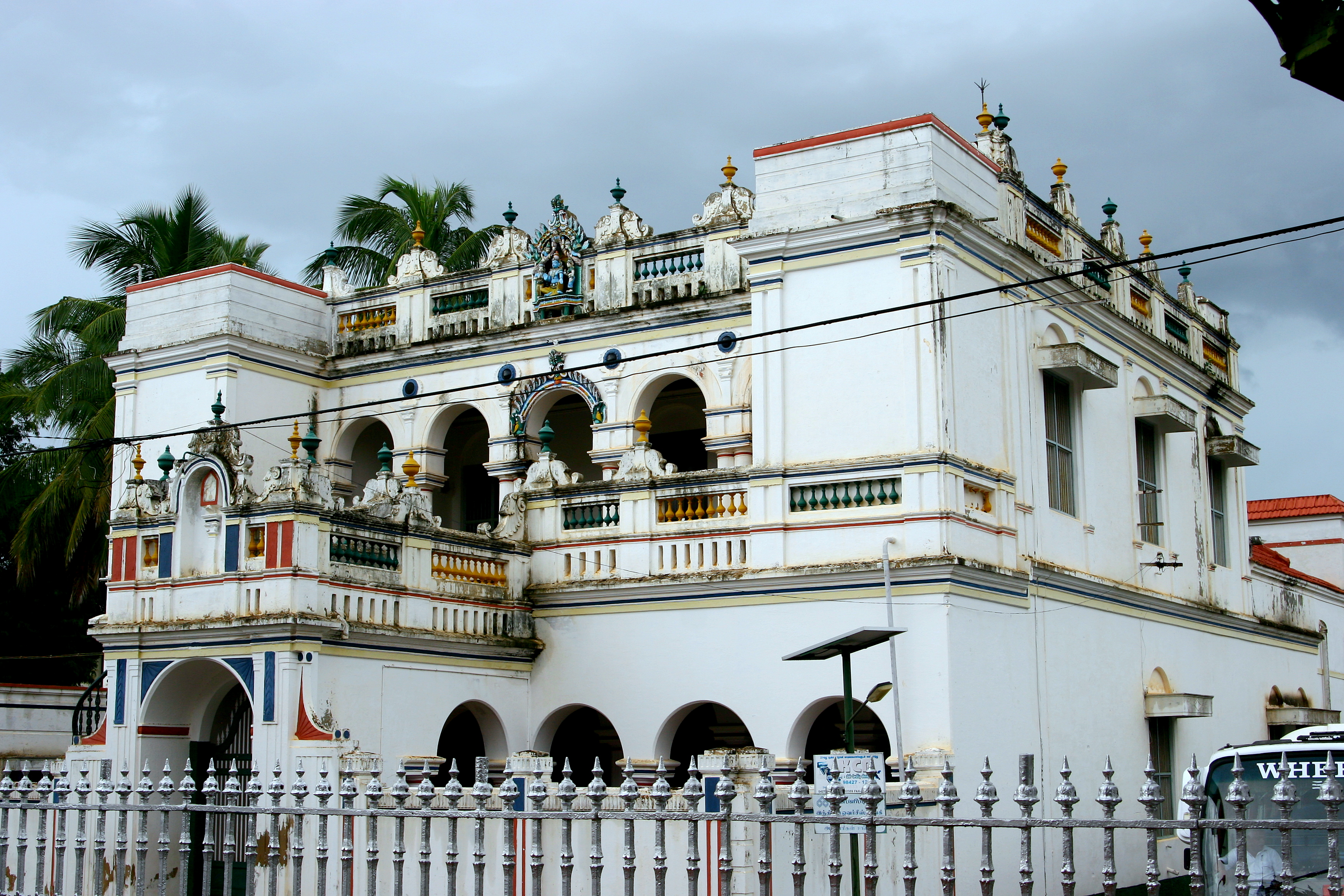 File:Chettinad palatial house.jpg - Wikimedia Commons