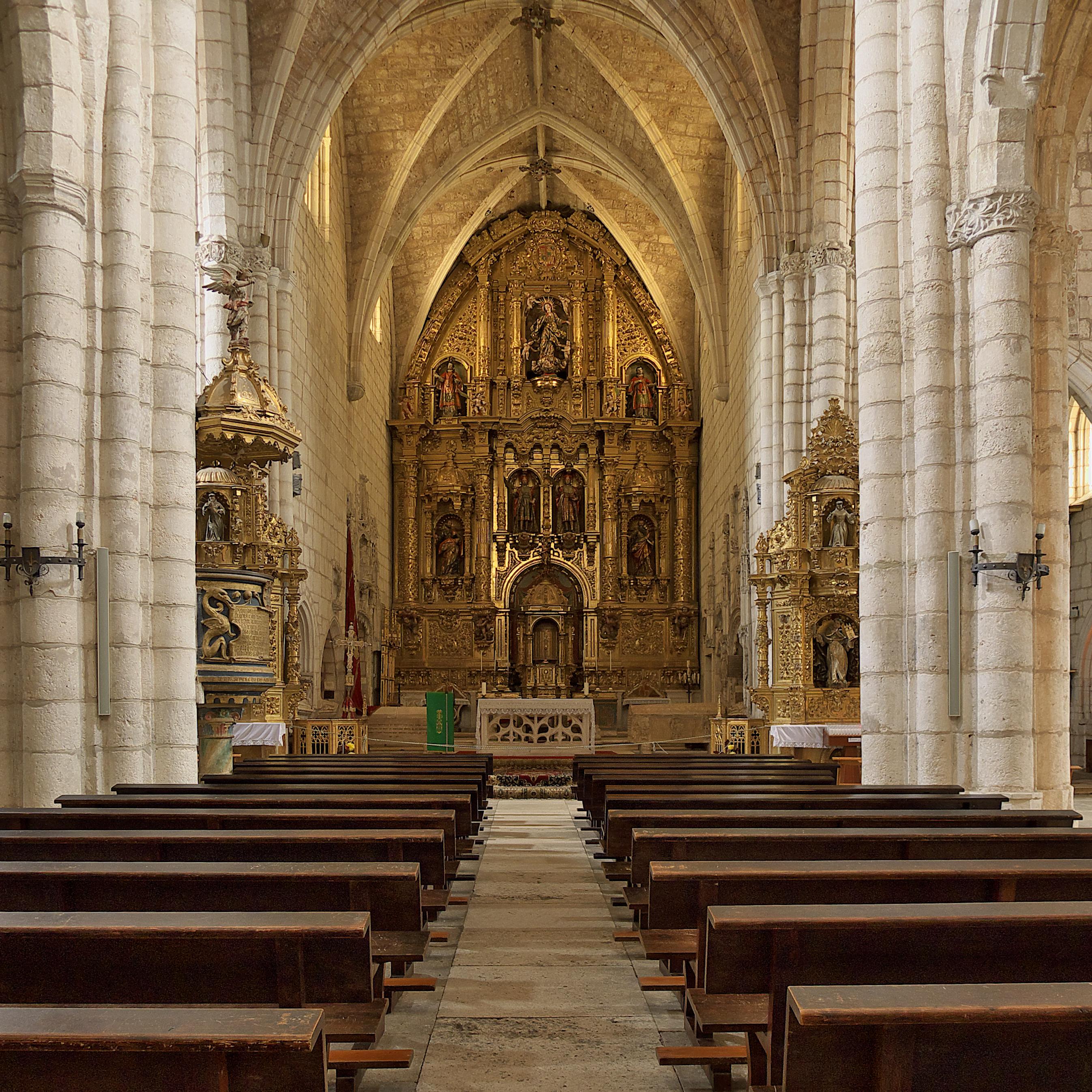 File:Colegiata de San Cosme y San Damián (Covarrubias). Nave central.jpg - Wi...