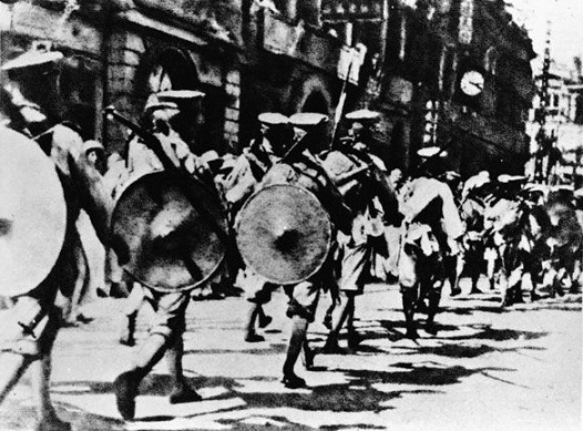Chinese Kuomintang National Revolutionary Army soldiers marched into the British concessions in Hankou during the Northern Expedition.