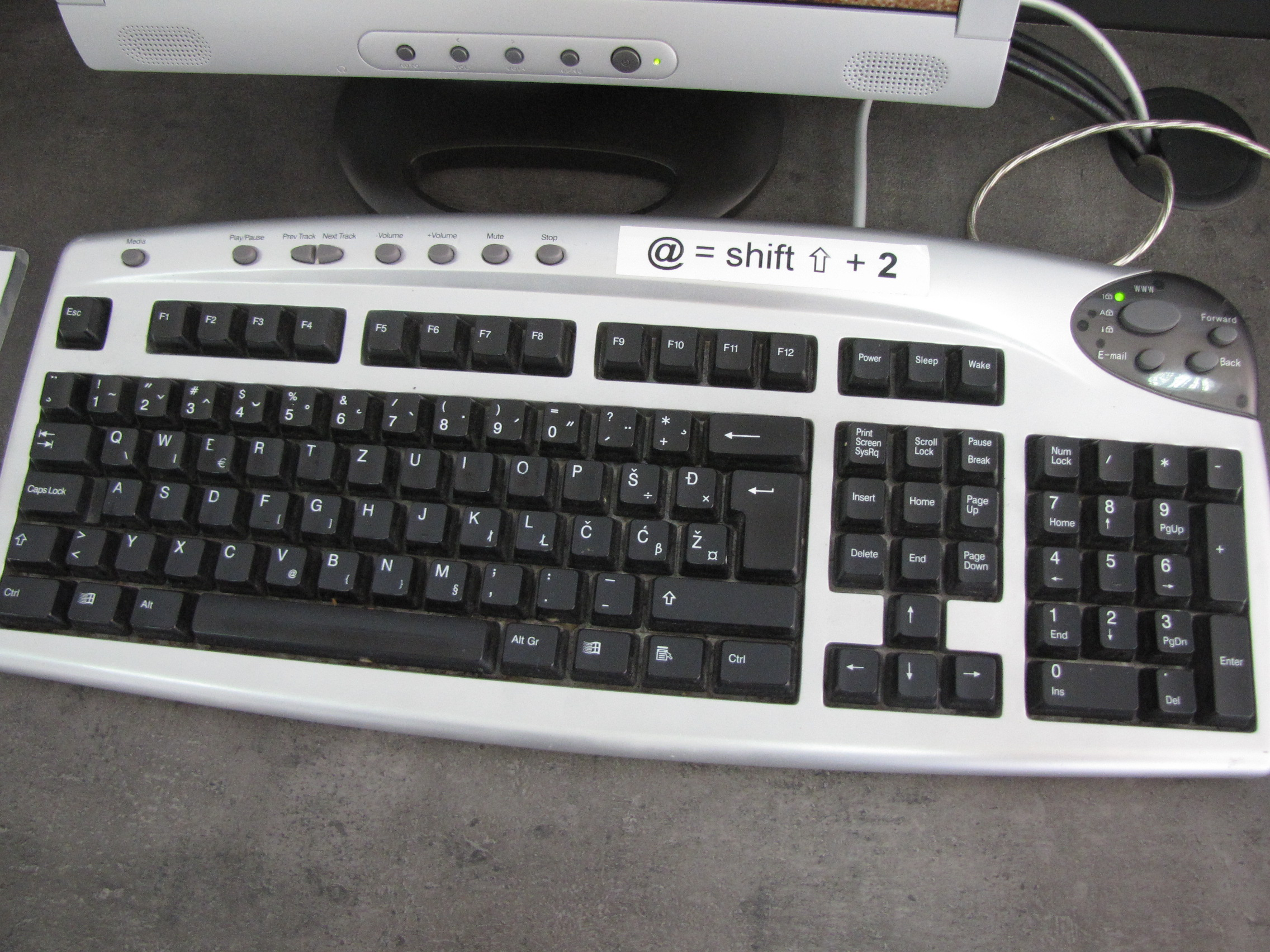 Description Croatian computer keyboard 3786.JPG
