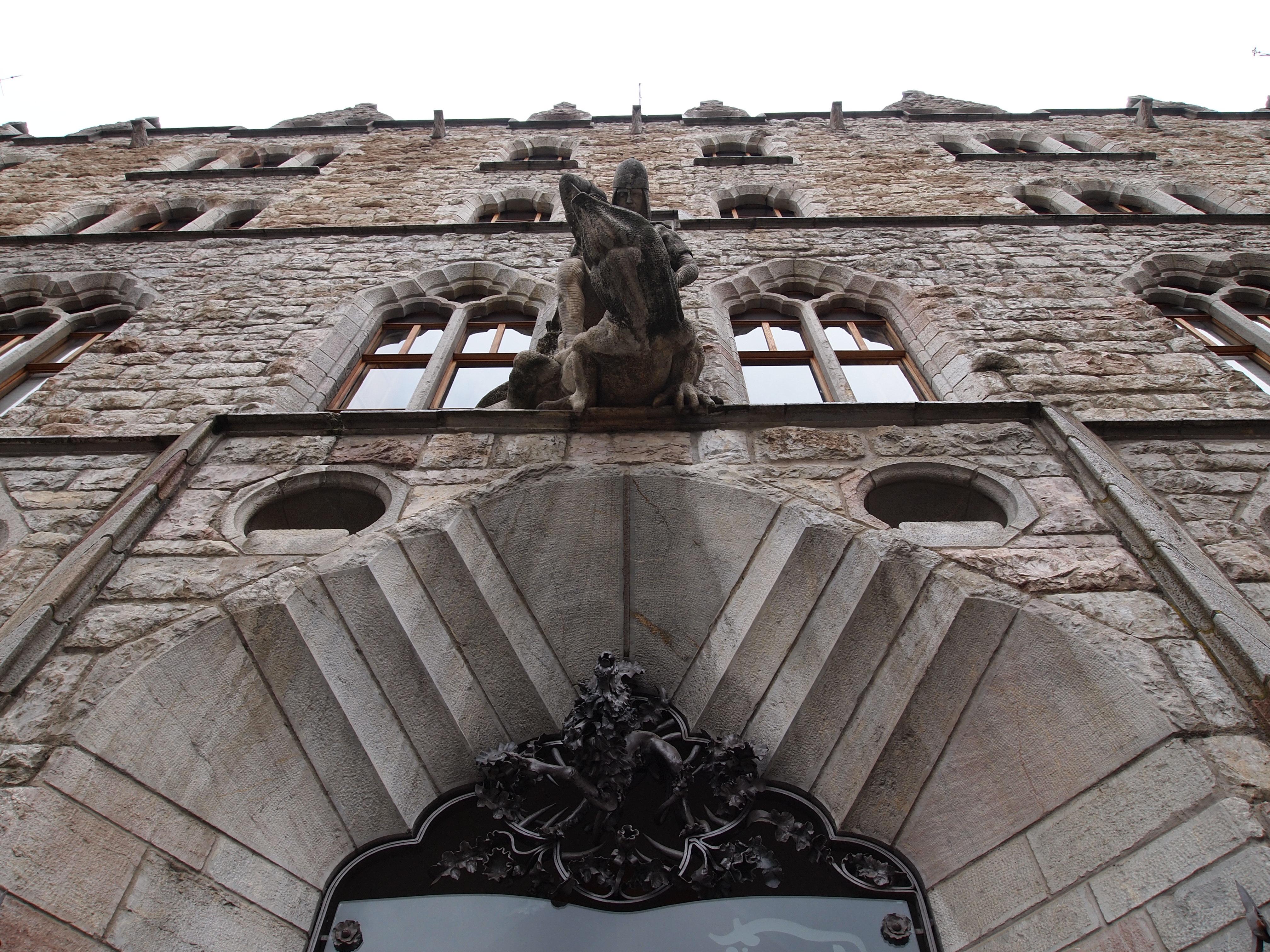 File detalle de la casa botines leon jpg wikimedia commons - Detalles para la casa ...