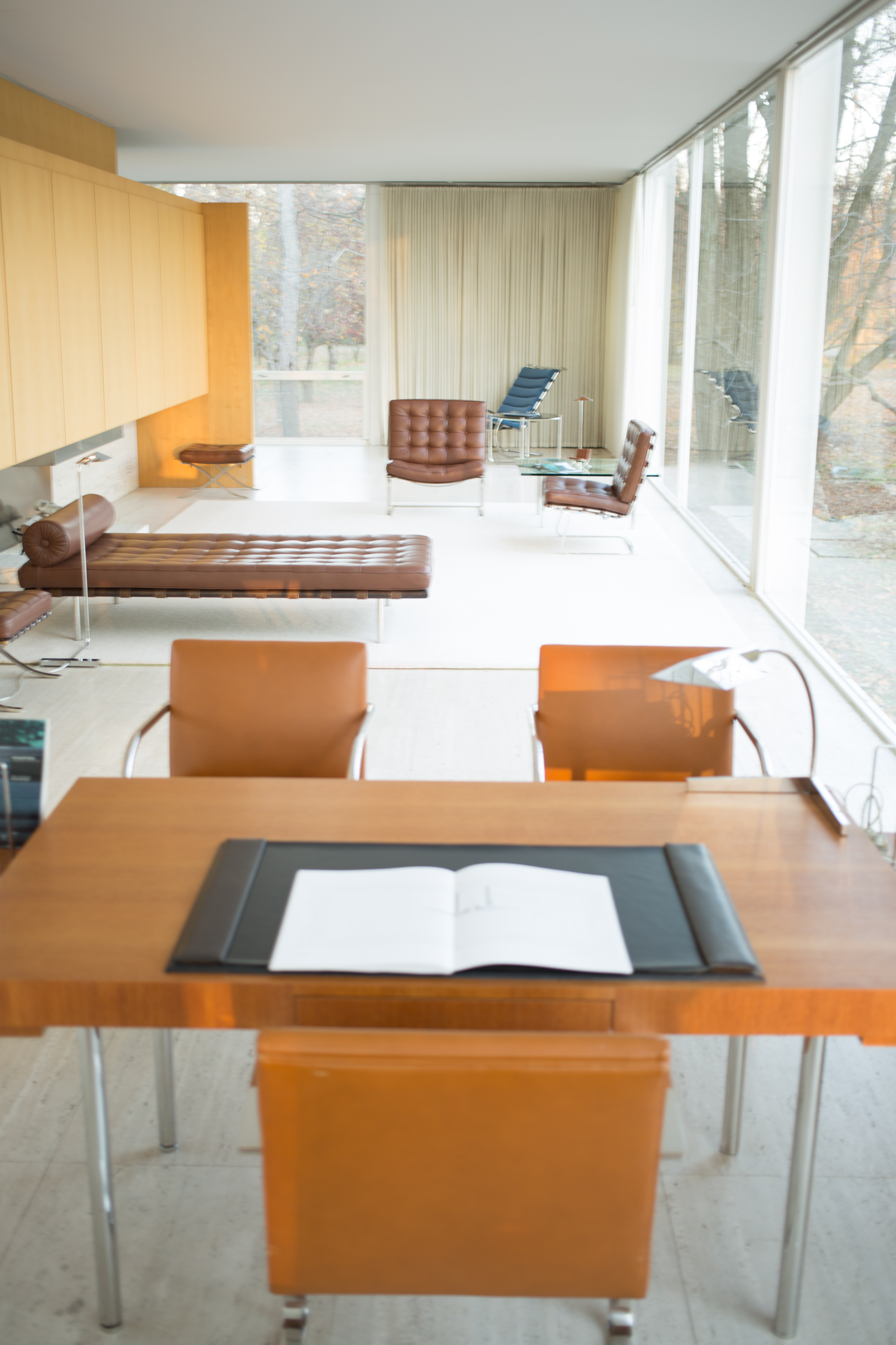File:Farnsworth House by Mies Van Der Rohe - interior-3.jpg ...