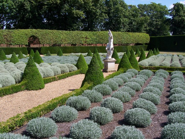 File formal garden at ham house for Formal garden
