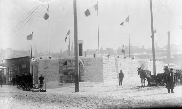 Fichier:Fort de glace au Carnaval de Québec en 1896.jpg