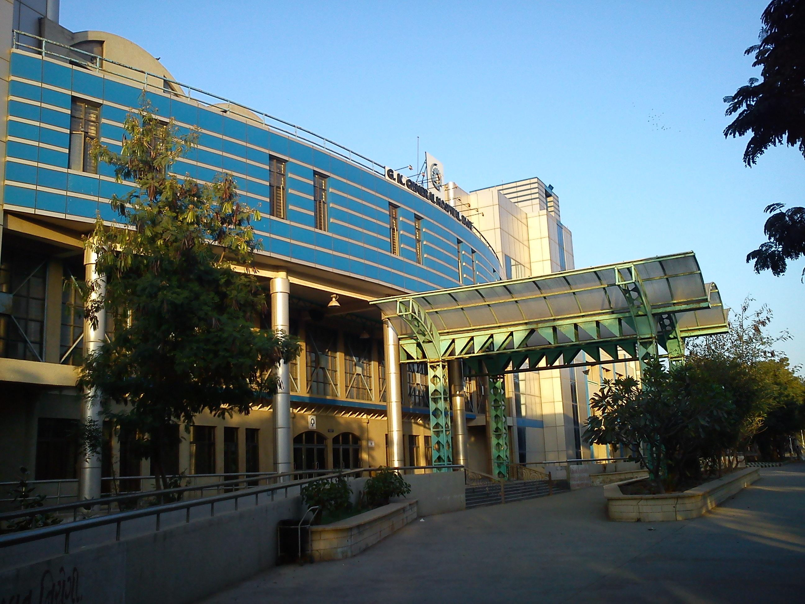 ભુજની જી.કે.જનરલ હોસ્પિટલમાં ટ્રોમા સેન્ટરના નિર્માણ માટે 1 કરોડની જાહેરાત