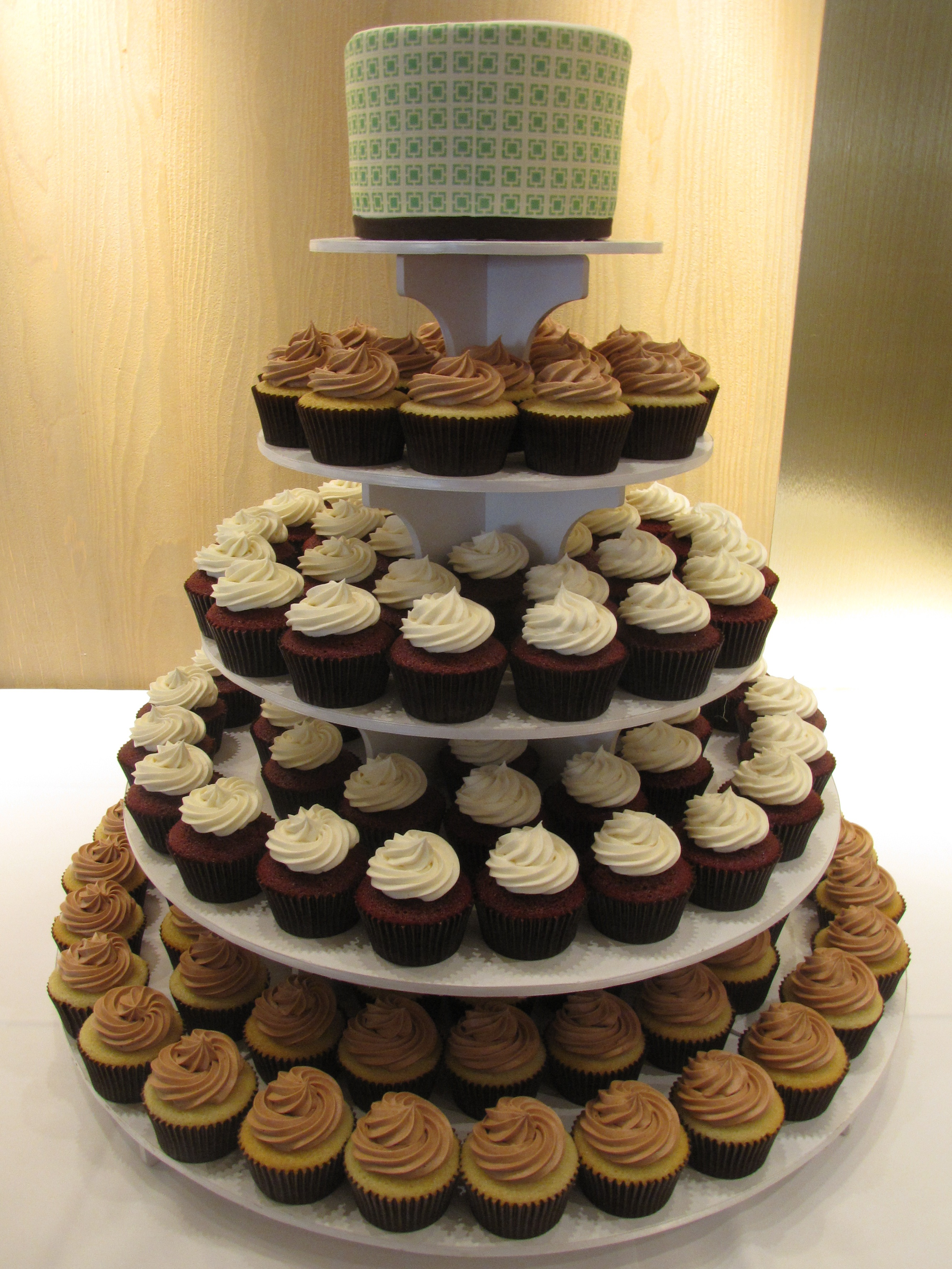 File Green Square Pattern Wedding Cupcakes