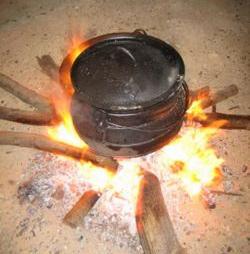 ijzeren kookpot (cropped).jpg