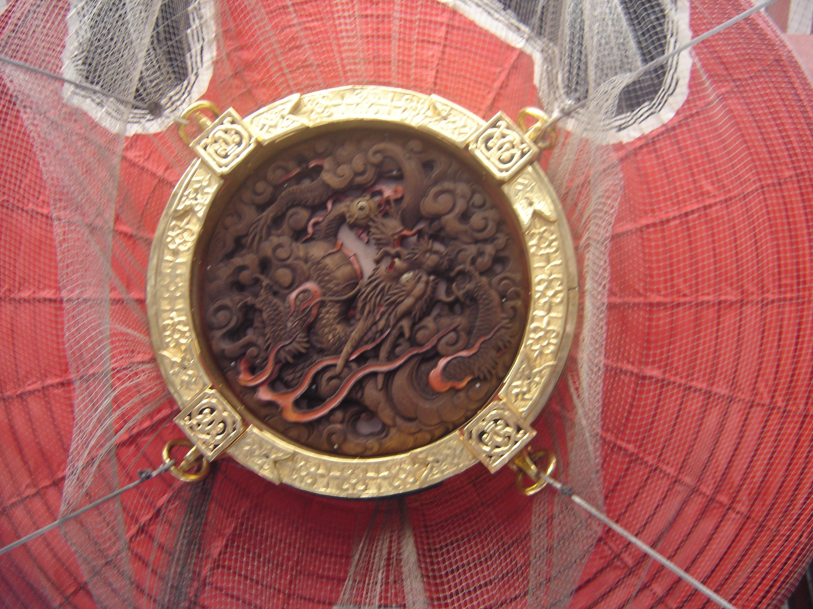 kaminarimon lantern bottom 2006.jpg