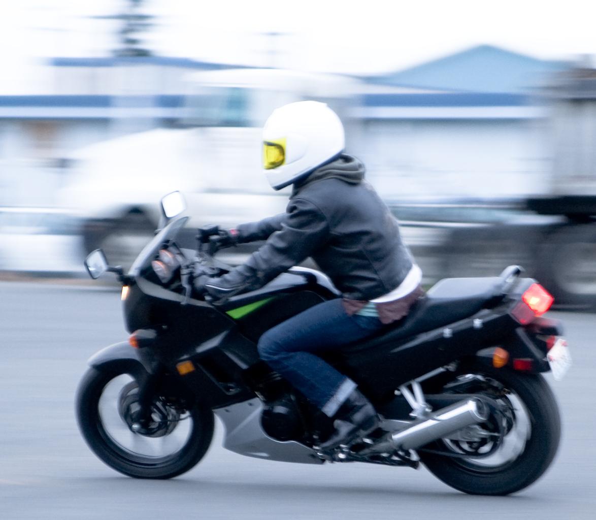 File:Kawasaki Ninja 250 rider.jpg