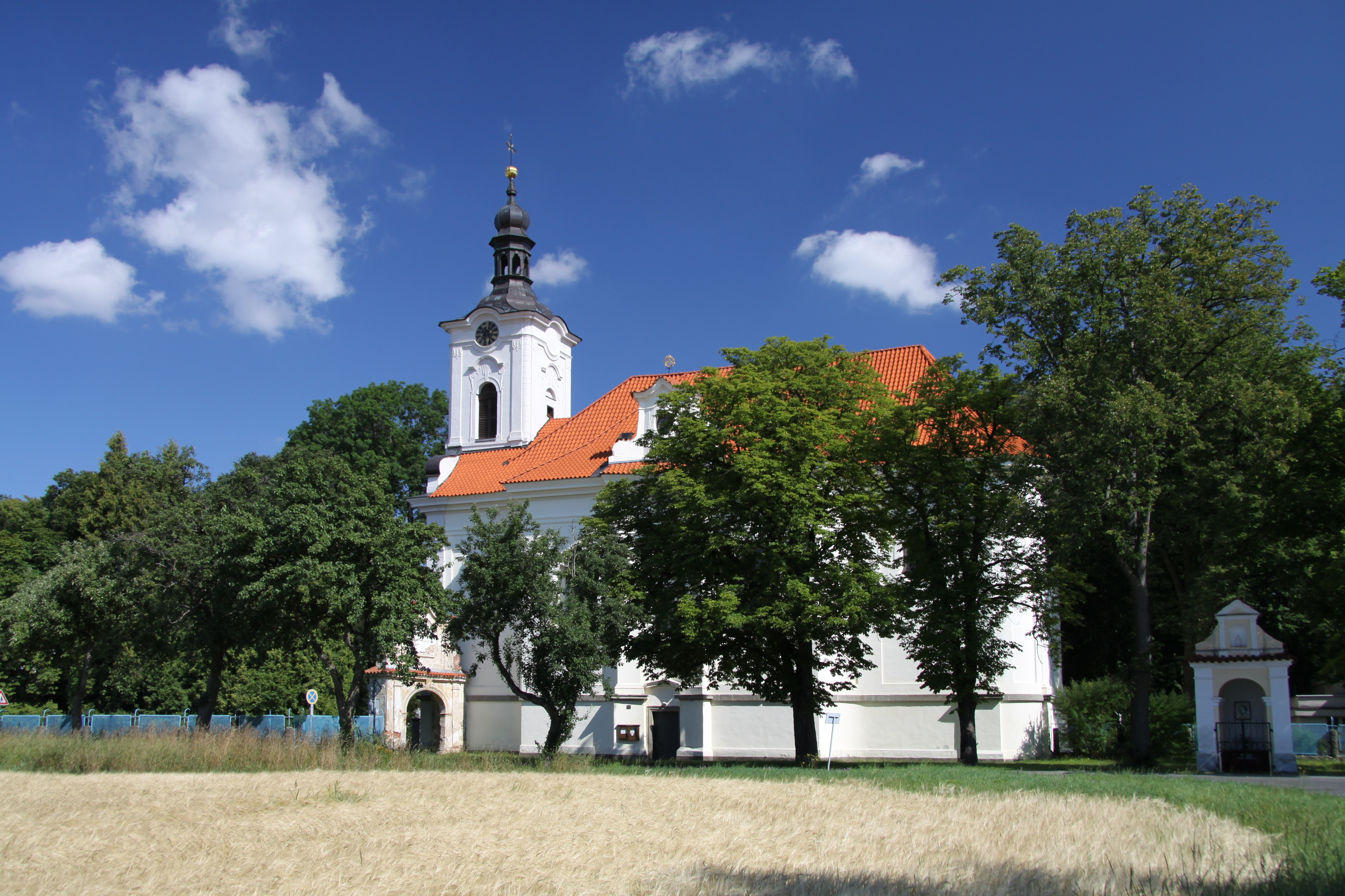 kostel sv. Františka Xaverského v Opařanech