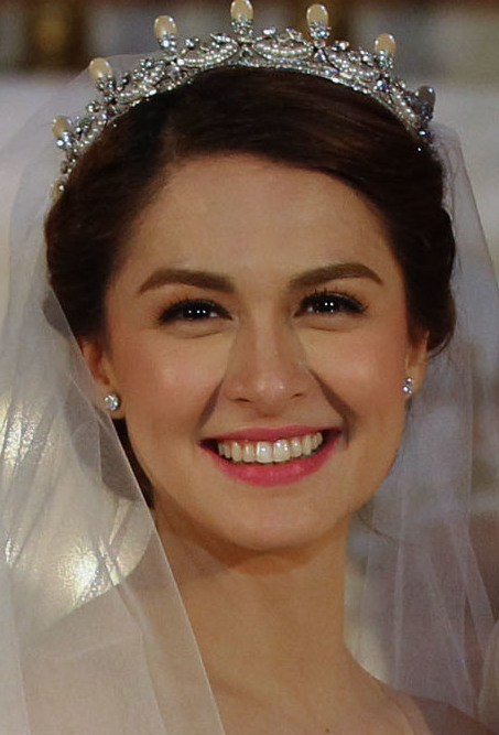 Marian Rivera - 2014 (cropped).jpg English: President Benigno S. Aquino III pose for a photo ops with newly wed's Actor Dingdong Dantes and