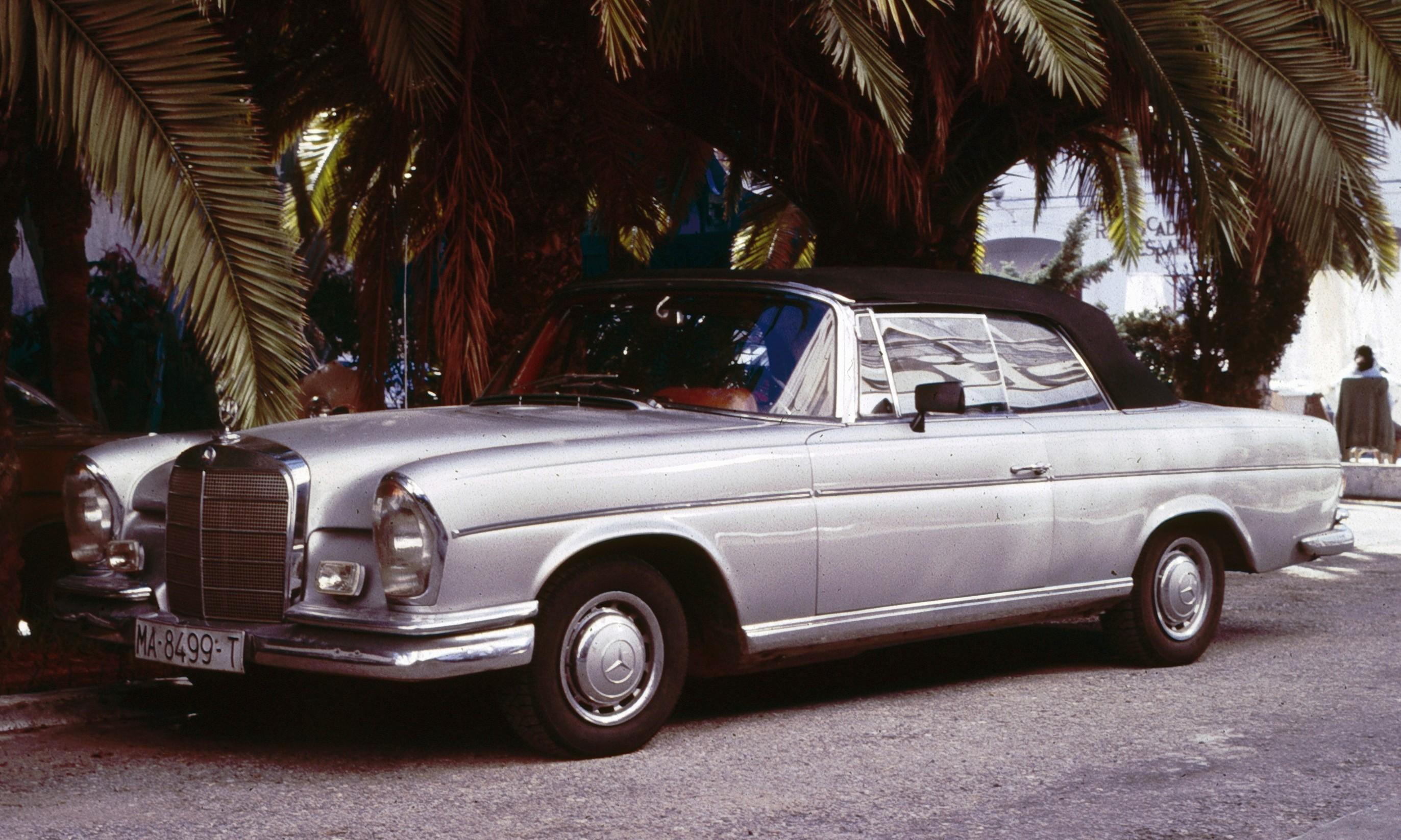 File Mercedes Benz W111 Convertible Malaga Wikimedia mons