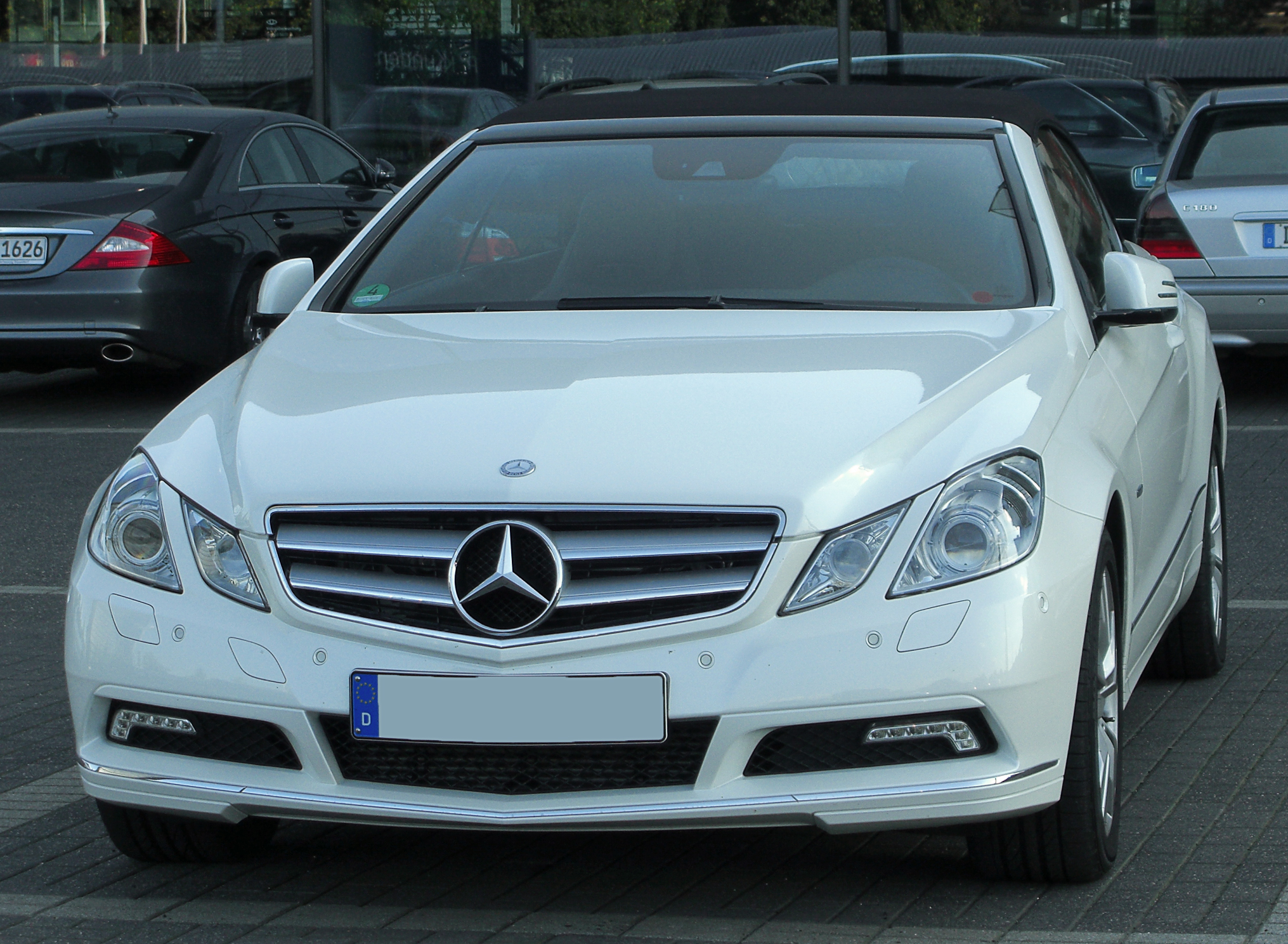 file mercedes e 350 cdi blueefficiency cabriolet a207 front 2 wikimedia commons. Black Bedroom Furniture Sets. Home Design Ideas