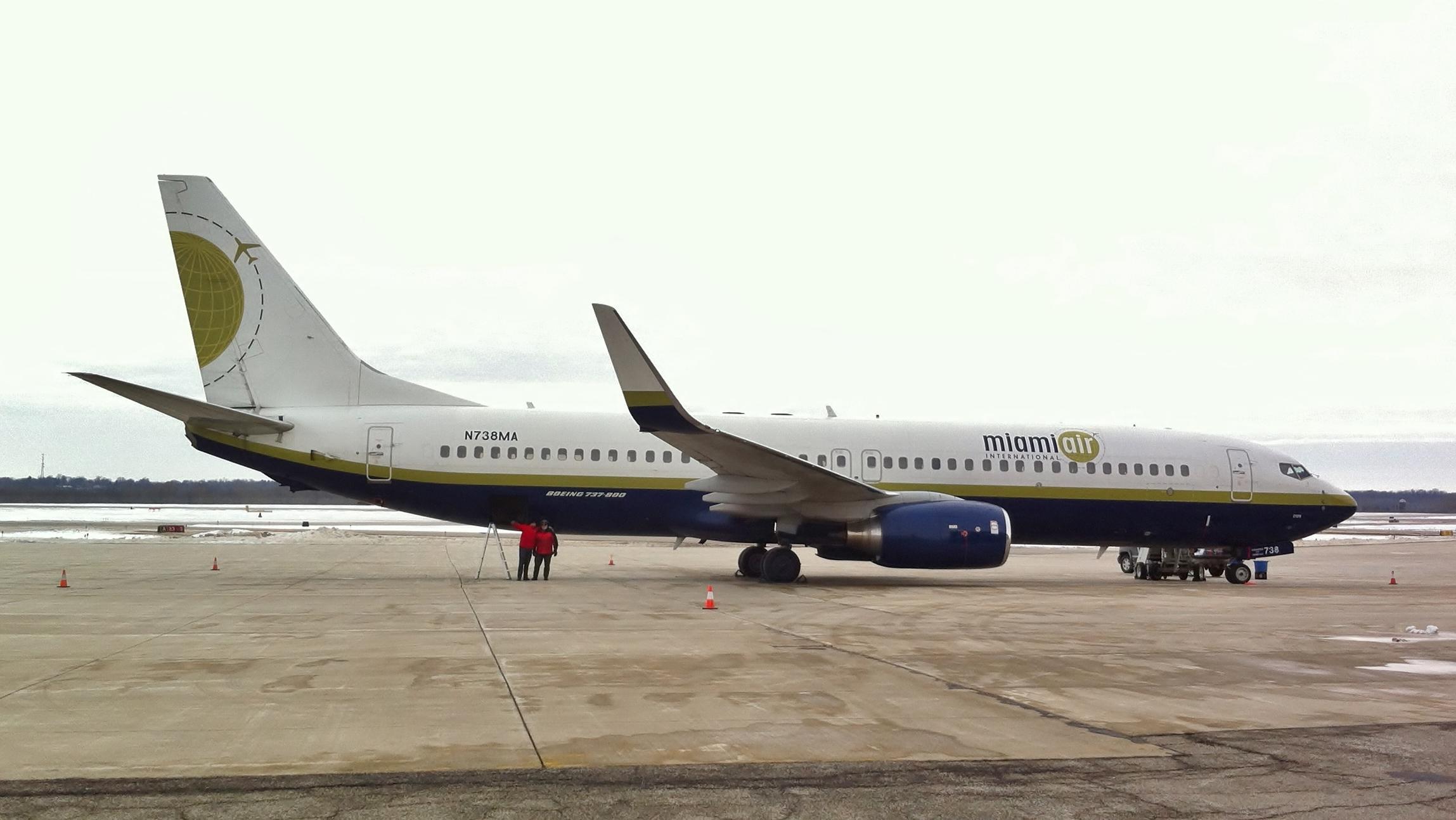 File:Miami Air 737-800.JPG - Wikimedia Commons