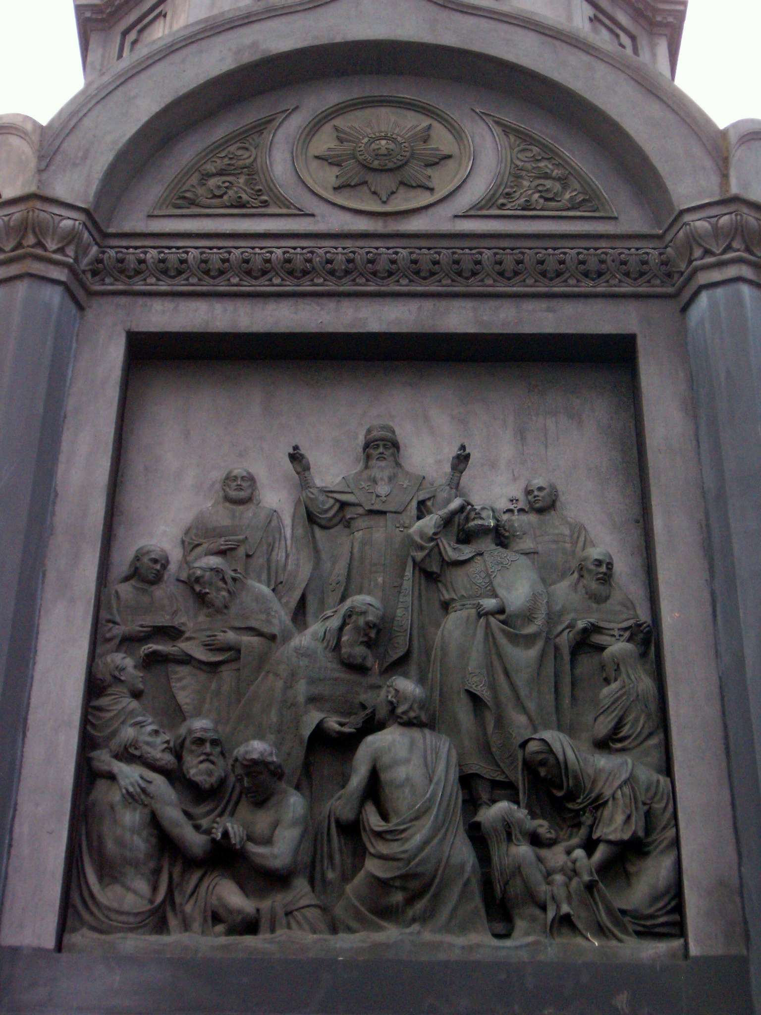 https://upload.wikimedia.org/wikipedia/commons/6/63/Monument_to_Volodymyr_the_Great_in_Kyiv%2C_detail_1.JPG