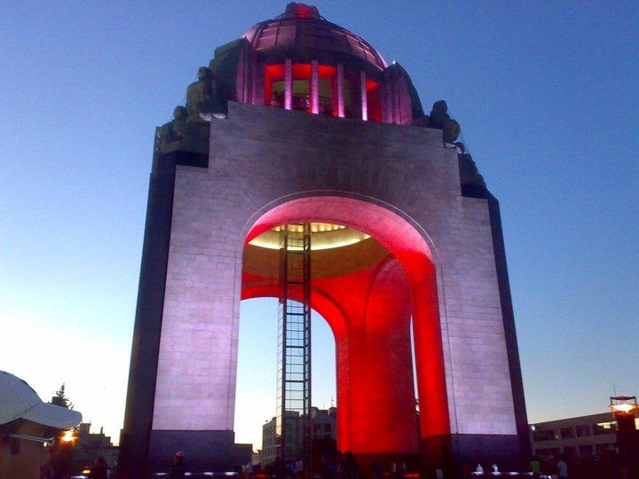 File:Monumento a la Revolución contra el cancer de mama.jpg