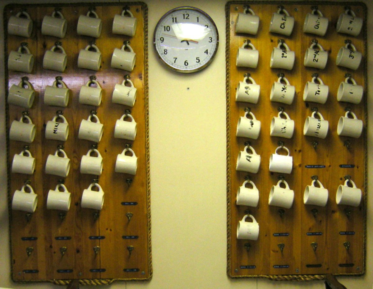 File Mugs Hanging In A Ship S Mess 01a Jpg Wikimedia Commons Coffee On Rack