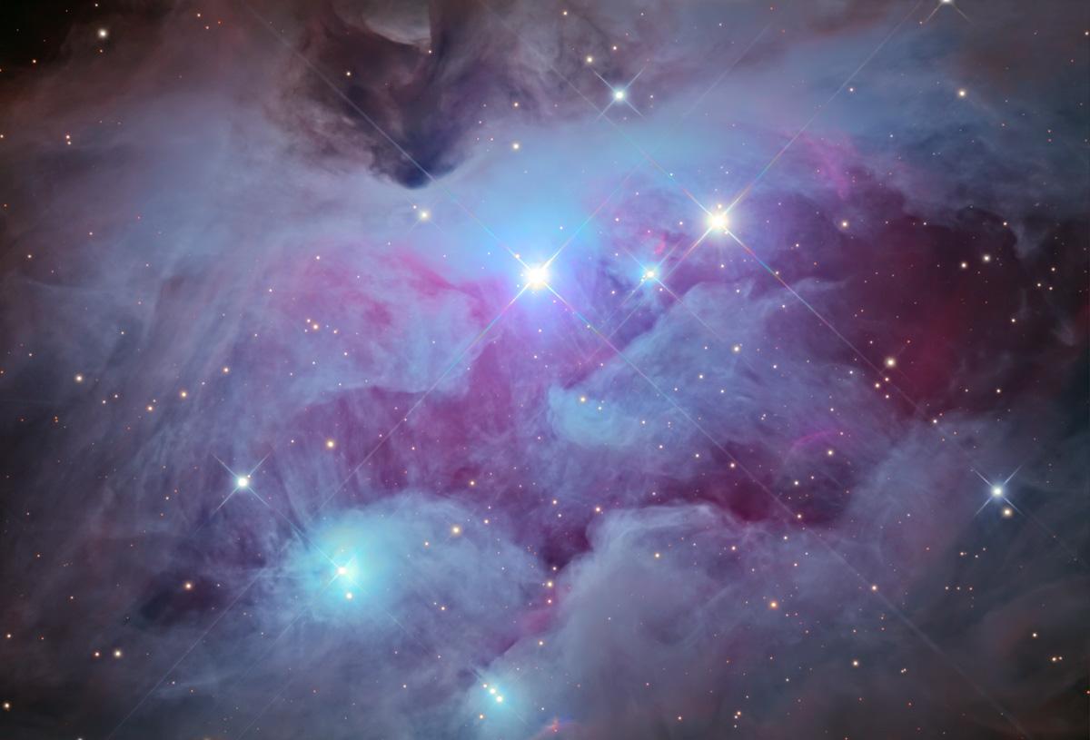NGC 1977 prise par le Mount Lemmon Observatory. Le Nord est en bas, ce qui signifie qu'il faut regarder la photo à l'envers pour voir apparaître «l'homme qui court»[1](#)