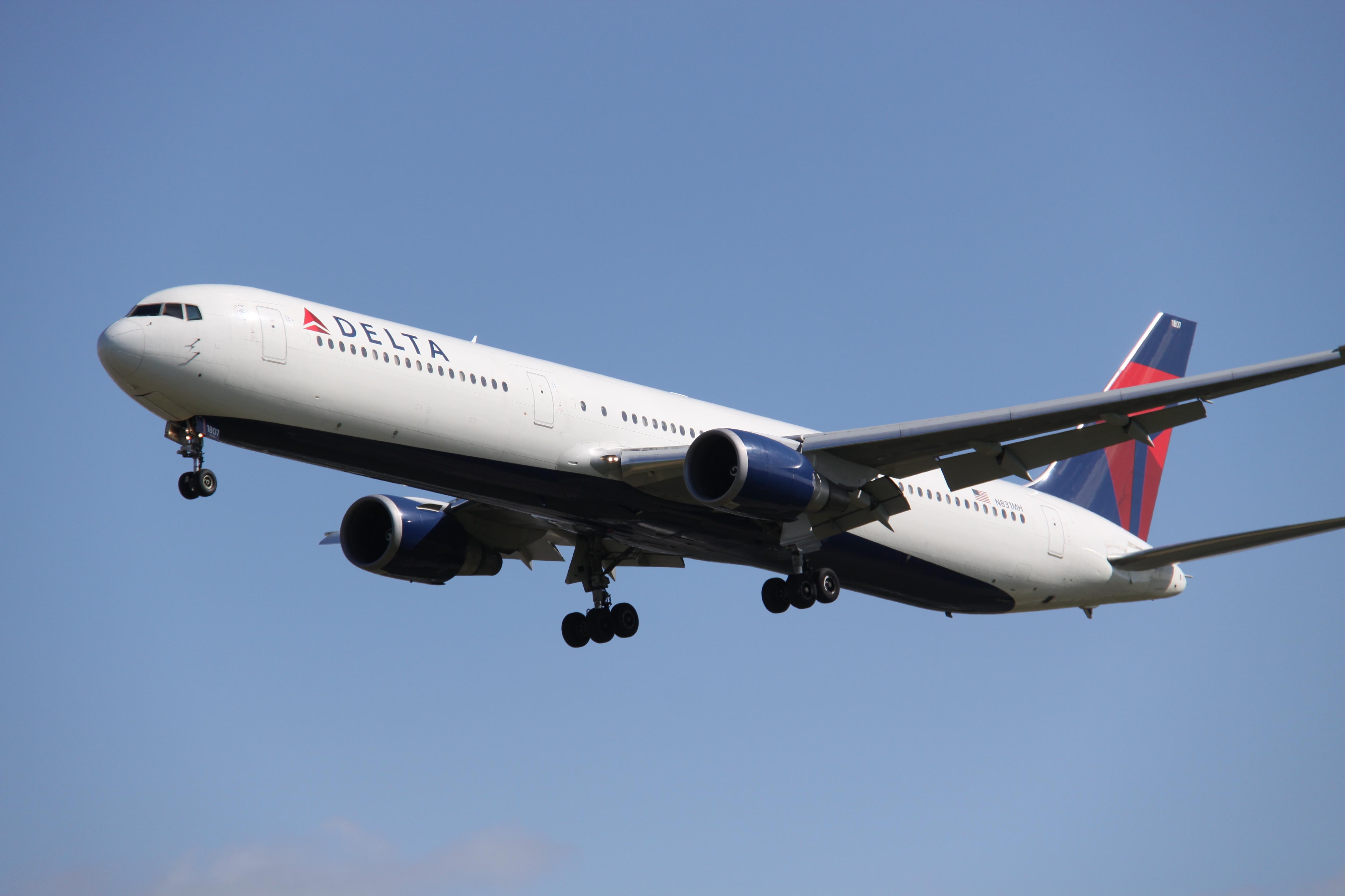 File:N831MH Boeing B.764 DELTA (13895640714).jpg
