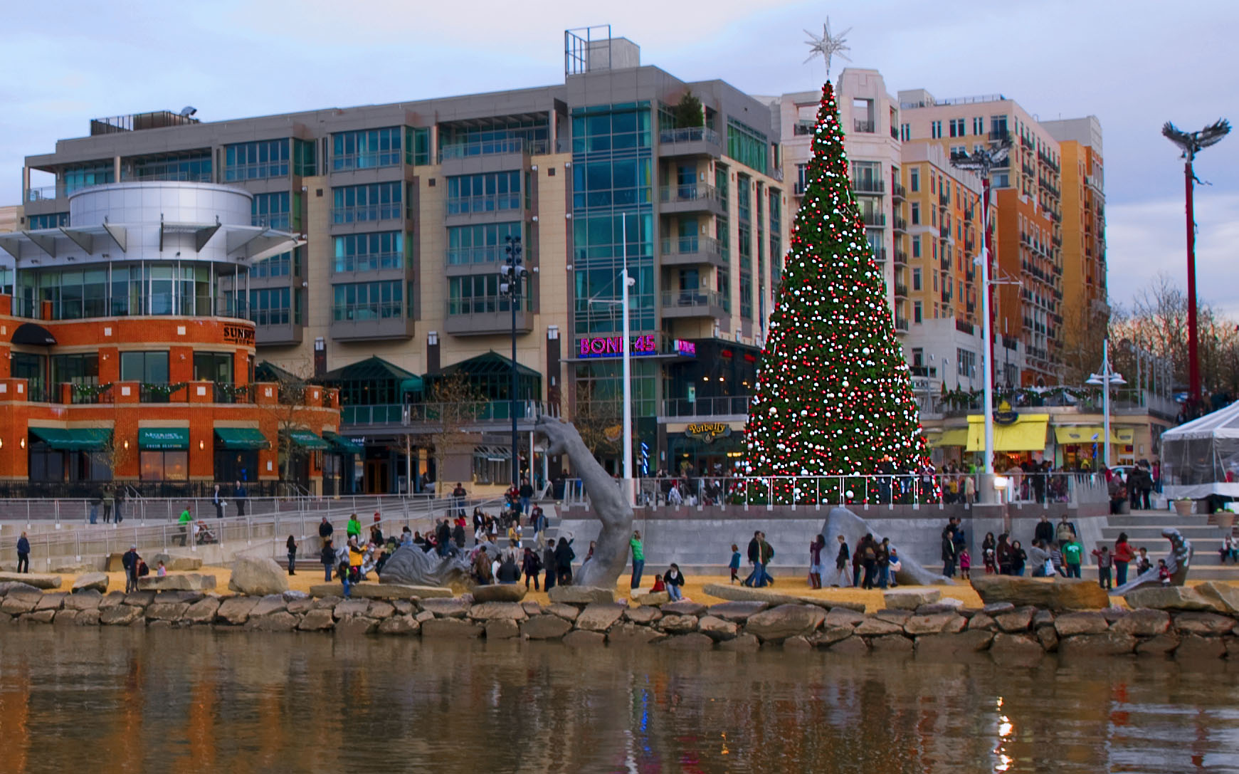National Harbor Maryland >> File National Harbor Md Christmas 2011 Jpg Wikimedia Commons