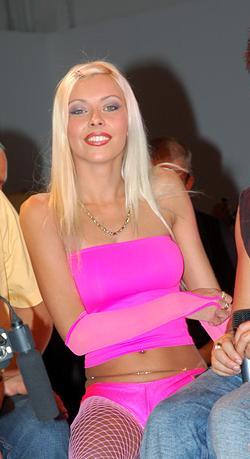 Nikki blond pics