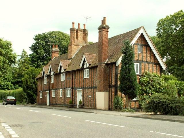 Old cottages on Letchworth Lane - geograph.org.uk - 1353971