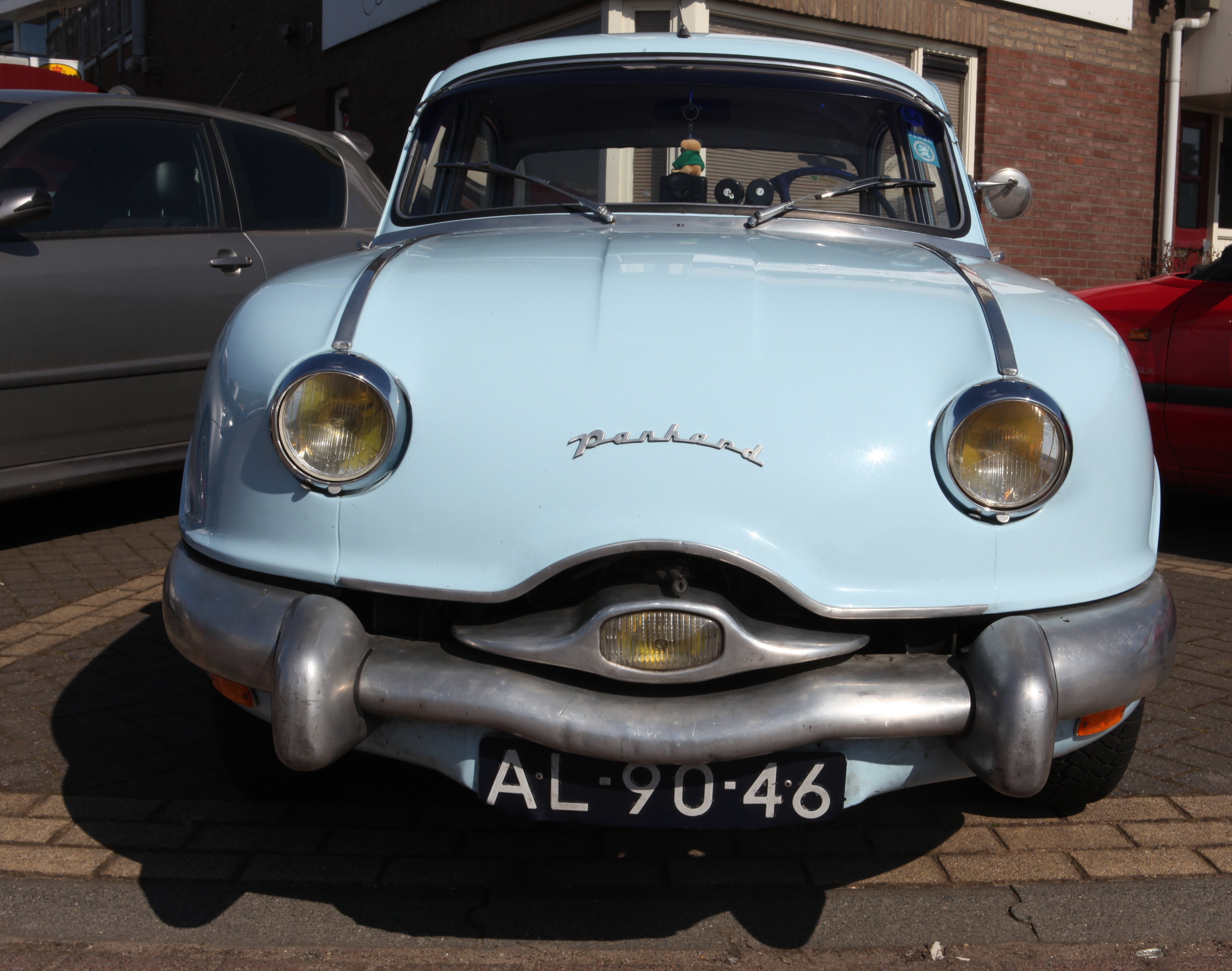 File:Panhard Dyna Z with a Tigre engine, front view.jpg ...