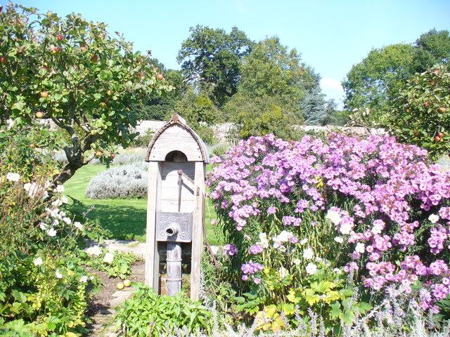 Parham House Gardens - geograph.org.uk - 981925