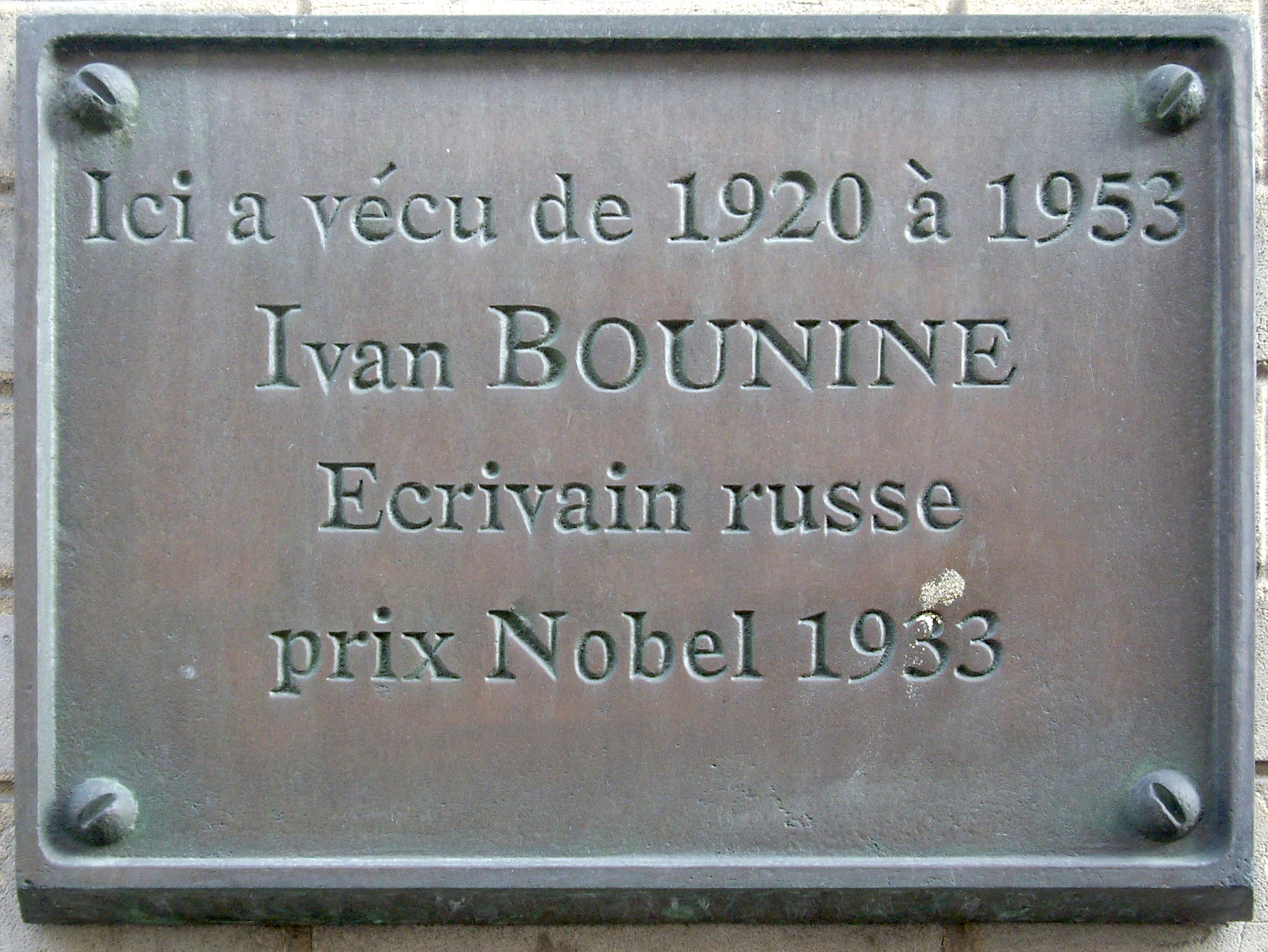 https://upload.wikimedia.org/wikipedia/commons/6/63/Plaque_Ivan_Bounine,_1_rue_Jacques-Offenbach,_Paris_16.jpg
