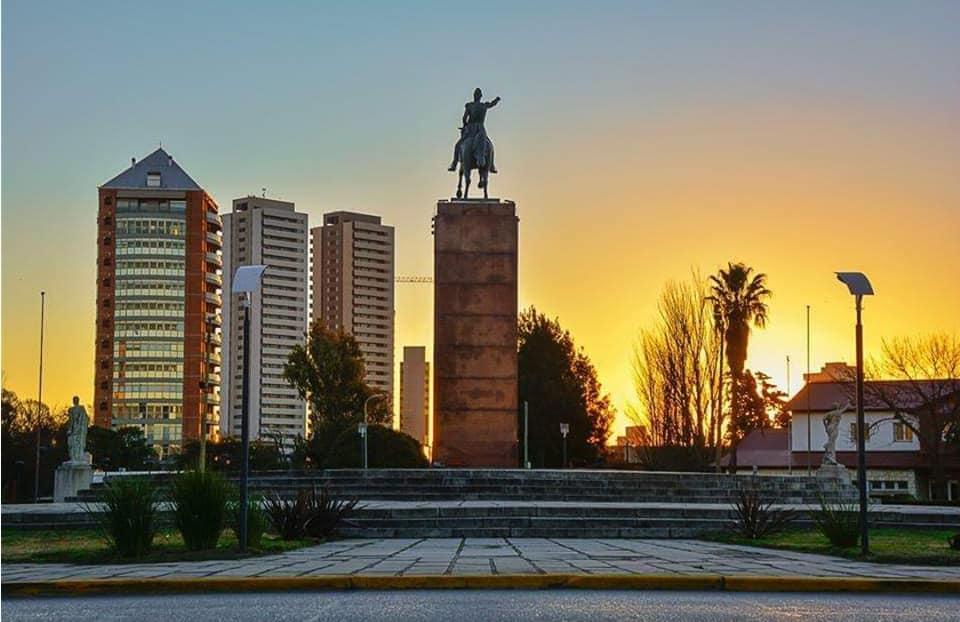 File:Plaza San Martin Rio Cuarto.jpg - Wikimedia Commons