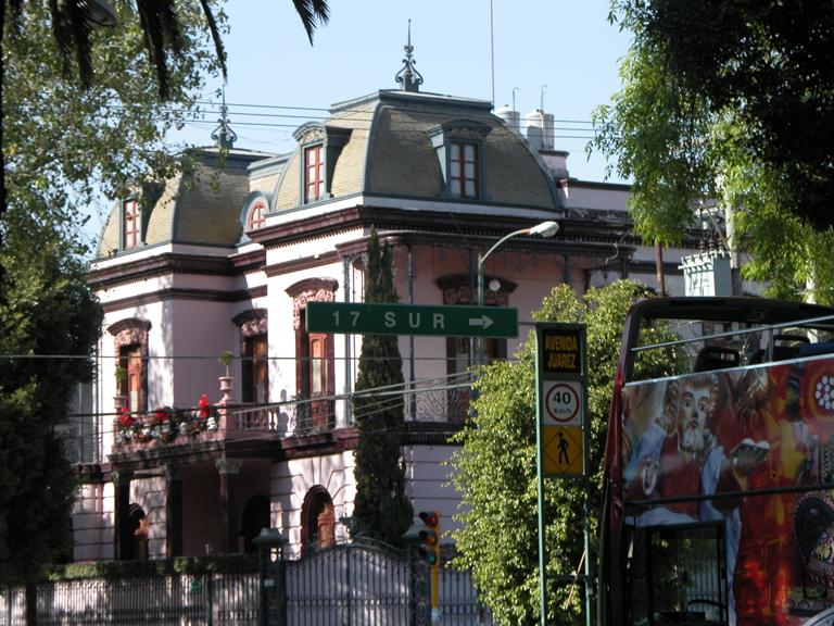 File puebla casa en ave ju wikimedia commons for Casa mansion puebla