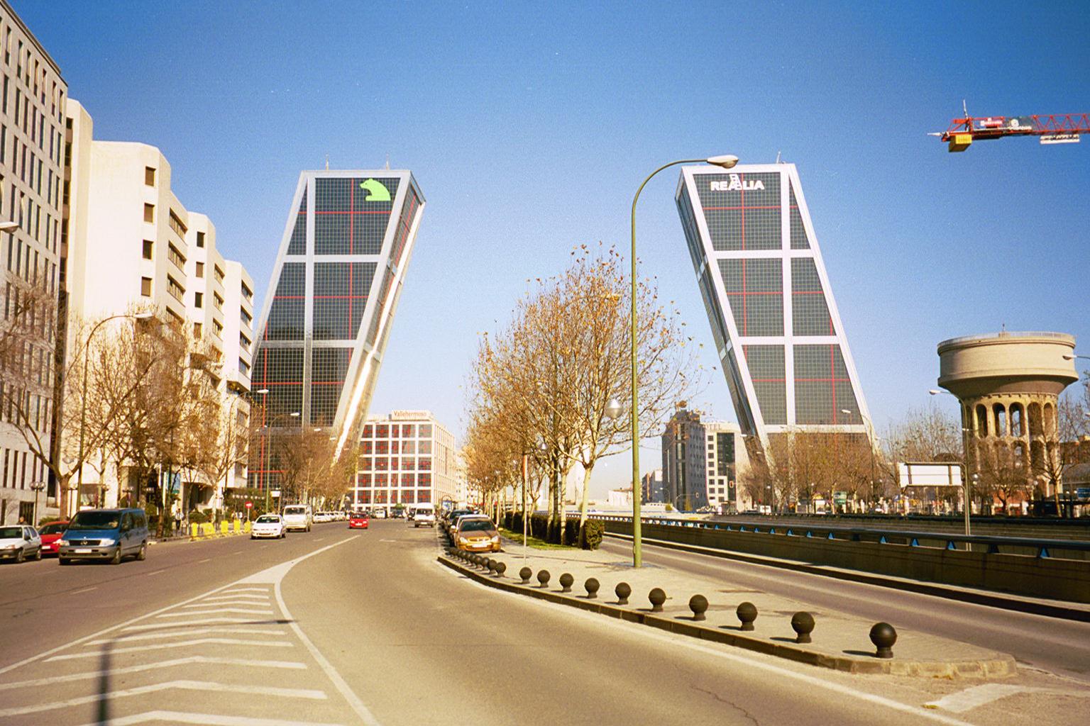 File puerta de europa madrid wikimedia commons - Puerta europa almeria ...
