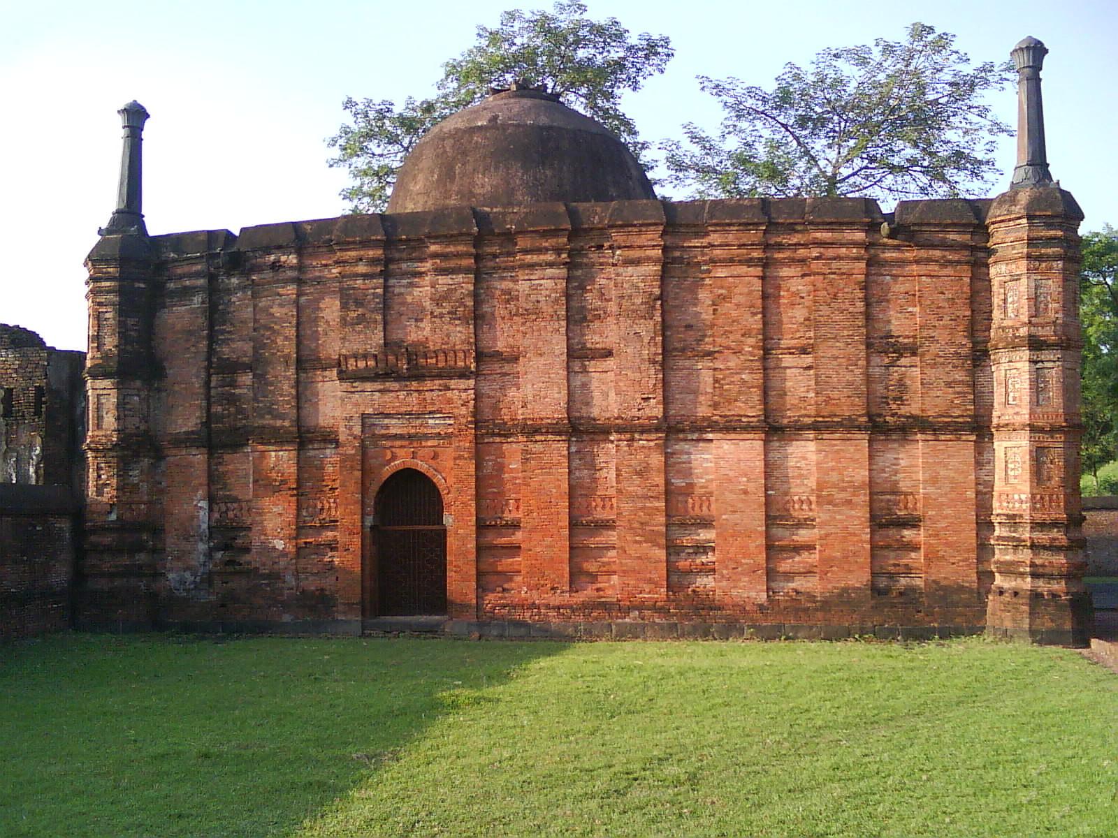 File:Qadam Rasul Mosque.JPG - Wikimedia Commons