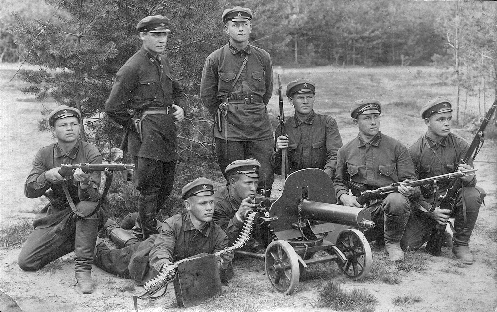 Description red army soldiers end of 1920s beginning of 1930s