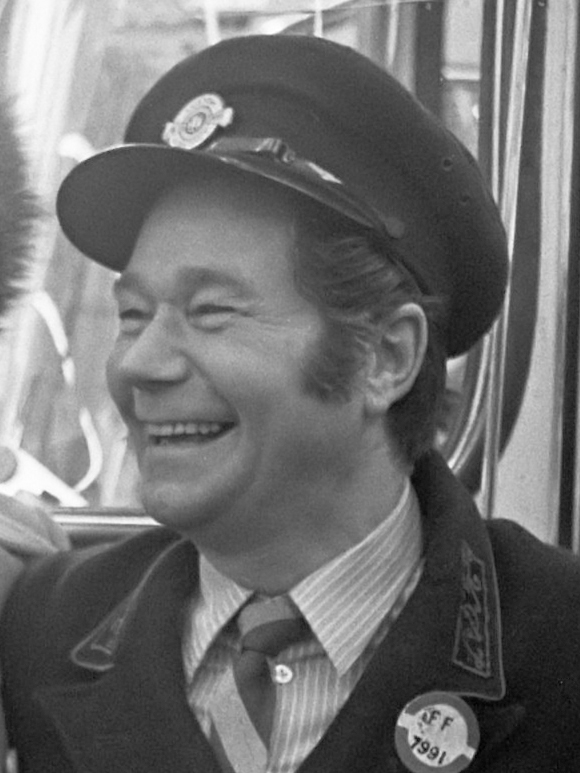 Reg Varney - This Is Reg Varney On The 88'S At Abbey Road