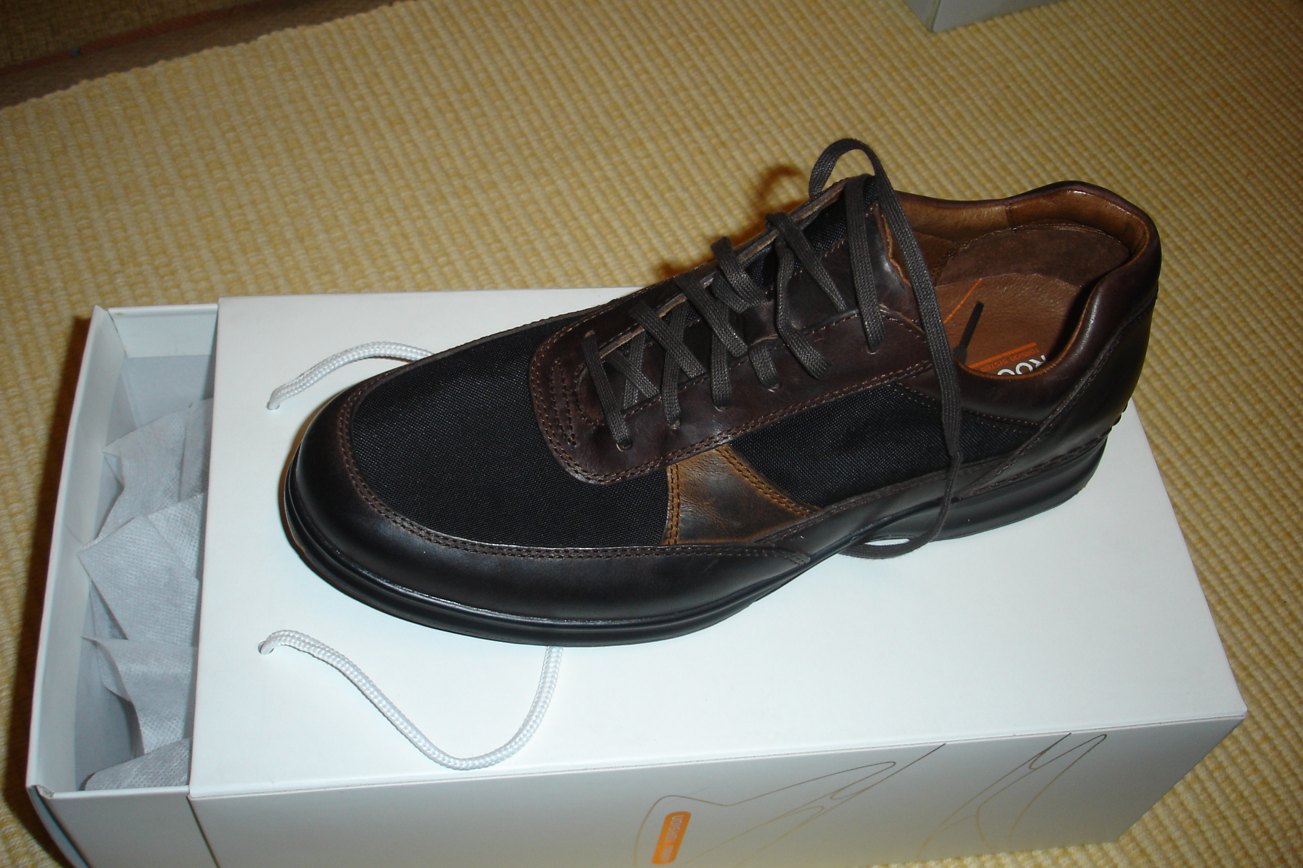 File:Rockport Metro Edge brown men shoes.jpg