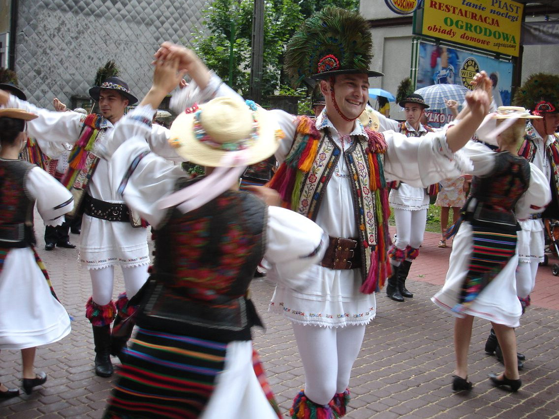 Risultati immagini per gruppo folk dor Transilvania cluj napoca