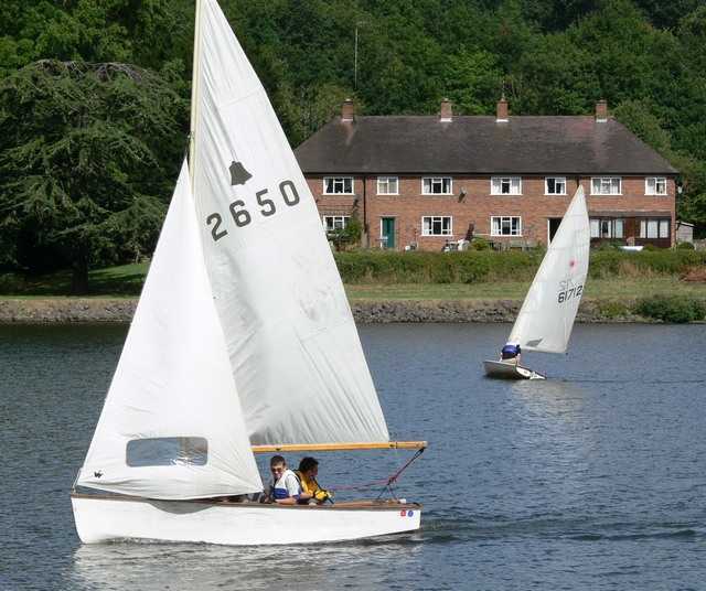 Sailing boats on Trimpley Reservoir - geograph.org.uk - 361879