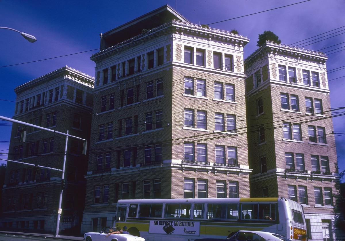 File:Seattle   Apartment Building, 1605 E Madison, Circa 1975 (36278718792)