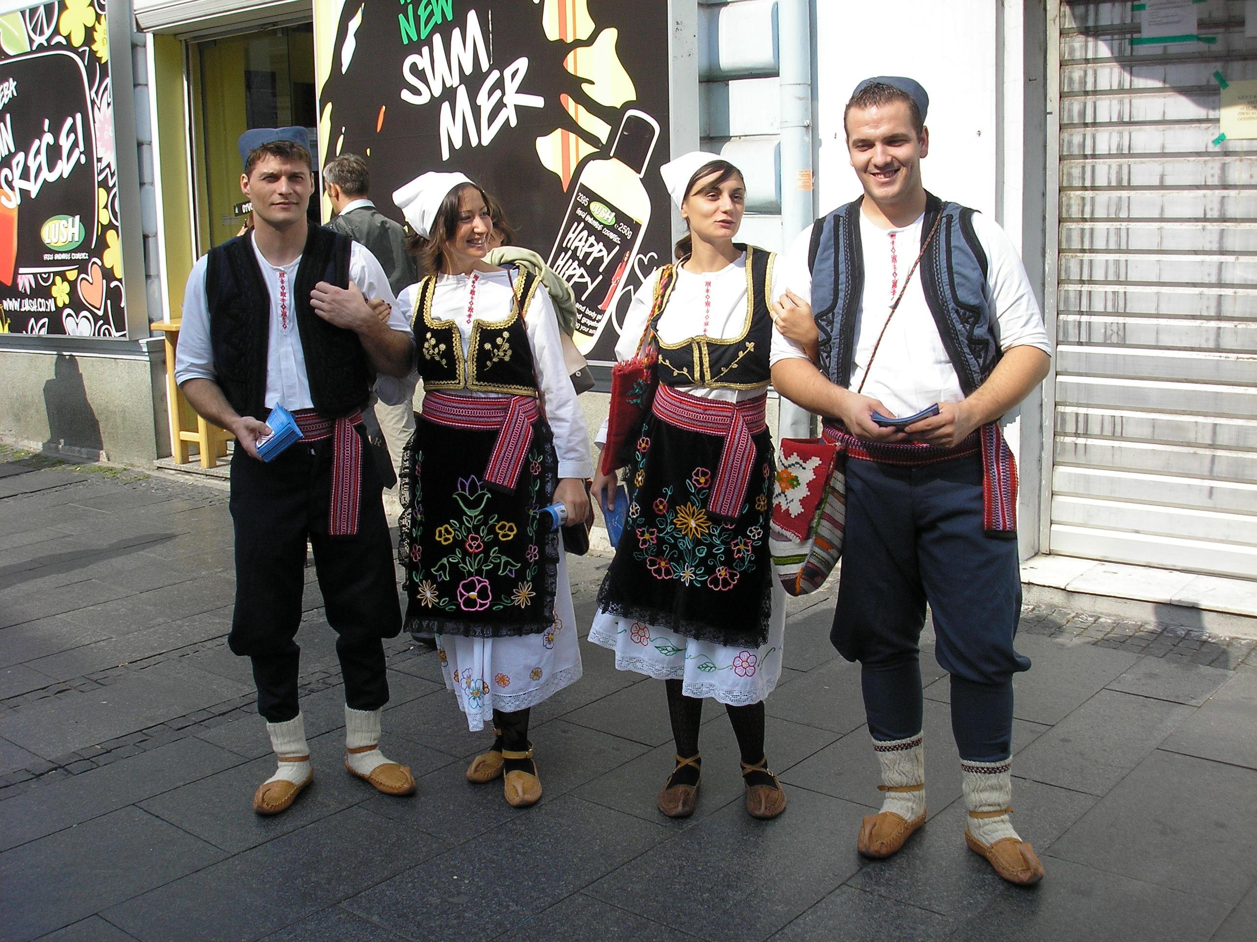 3d6d60f561c89 Datei:Serbische tracht.JPG – Wikipedia