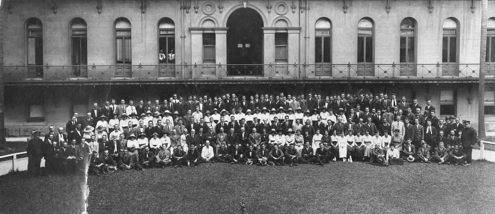 File:StateLibQld 1 390081 Large group of people pictured