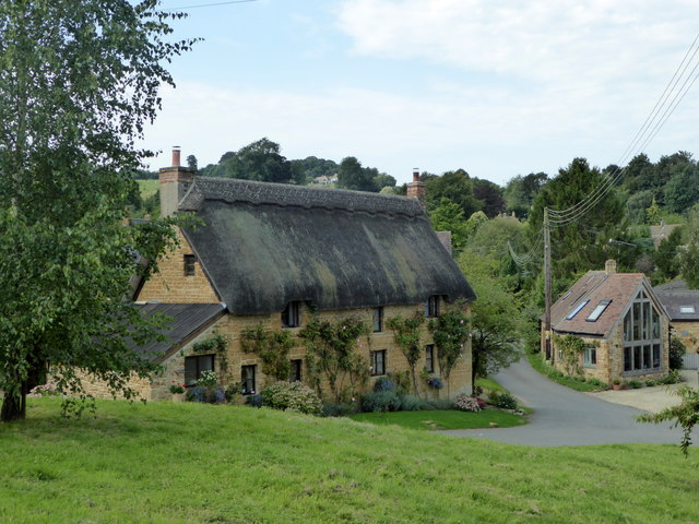 Thatched cottage in Ilmington (geograph 5121842)