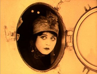 A scene from A Fool There Was starring Theda Bara--an example of a amber-tinted print. Theda Bara in A Fool There Was.jpg