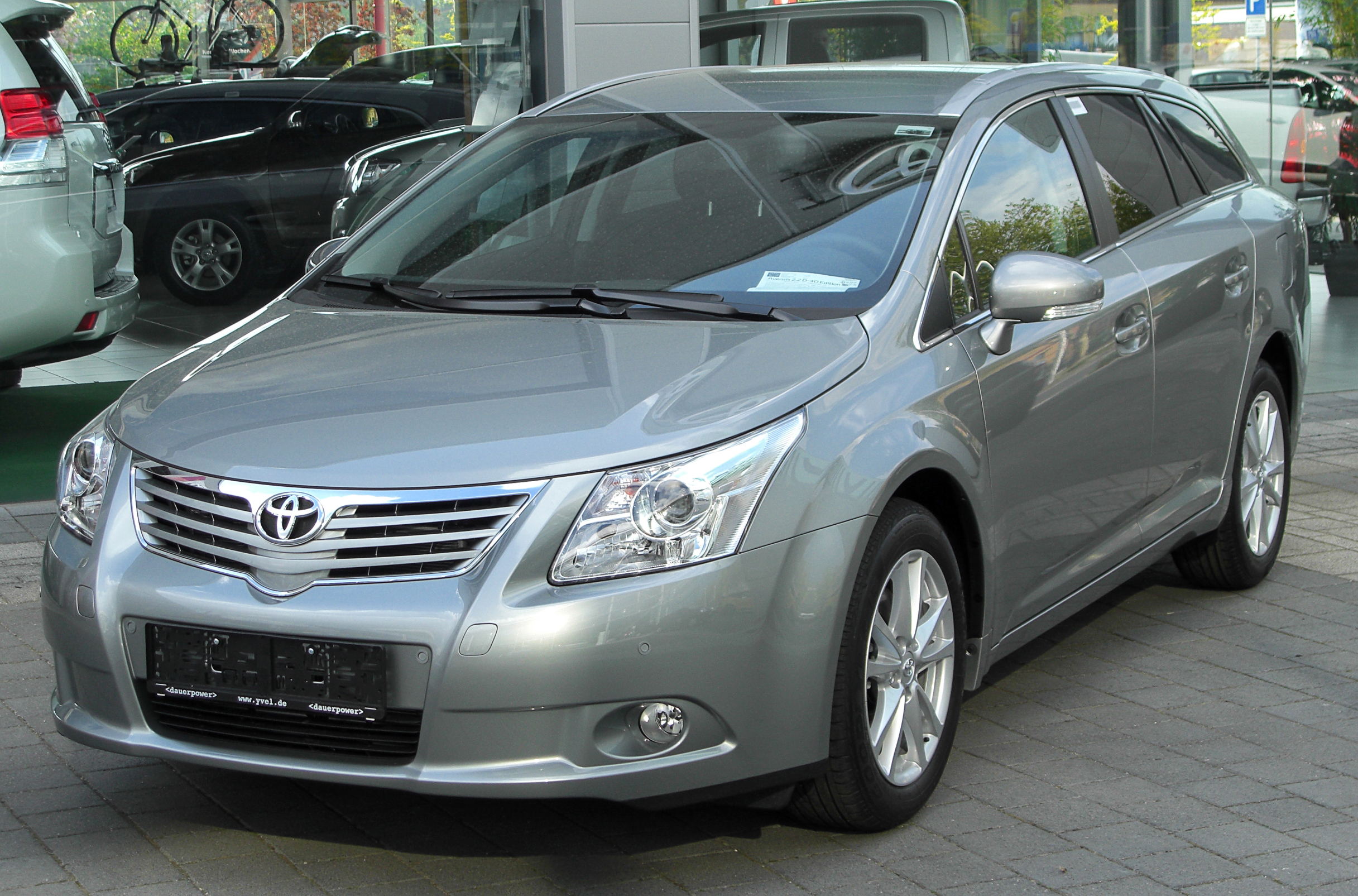 file:toyota avensis combi iii 2.2 d-4d front 20100501