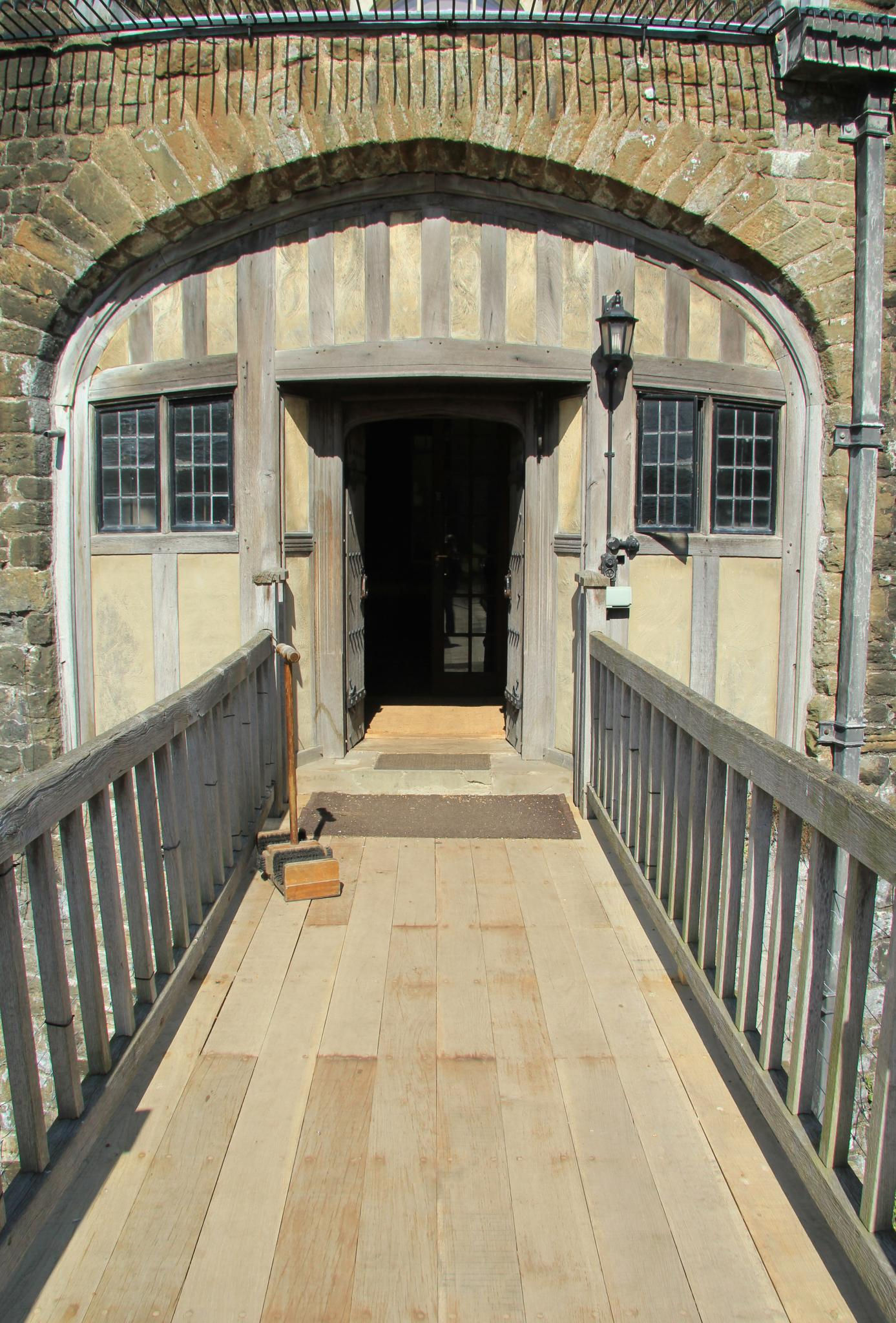 FileWalmer Castle Gardens EH 20 04 2012 7189024266